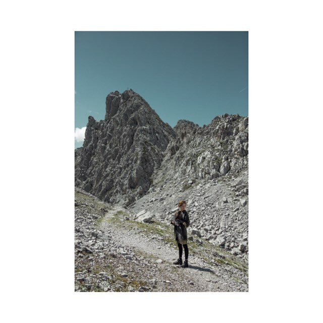 canon mountains model lookslikefilm pictureoftheday clouds magazine vsyaevropa picoftheday travel geierwally shooting fashion tirol drmartens raven wind austria hairandmakeup styling