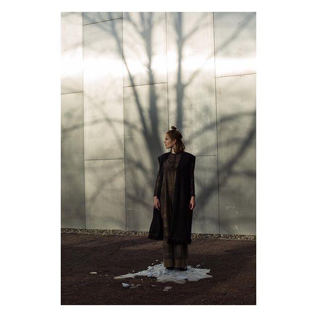 portrait fashion fashionphotography futuristic blackdress halle design photography burggiebichenstein snow sunlight model