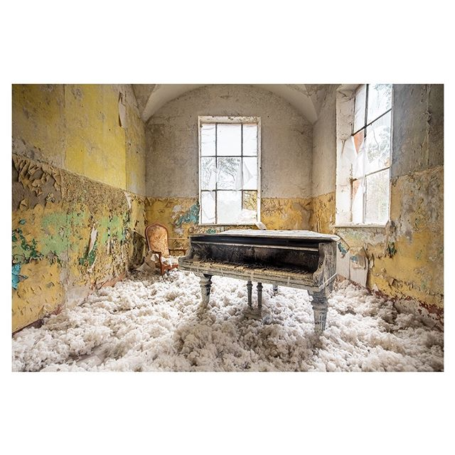 forgotten itsabandoned decay beautyindecay meistershots pianocover main_vision piano pr0ject_uno thedarkpr0ject theforgottenspaces music sonyalpha sombresociety art picoftheday photooftheday moodygrams sonyimages pianist artofvisuals bandorebelz fubiz myfeatureshoot abandonedplaces
