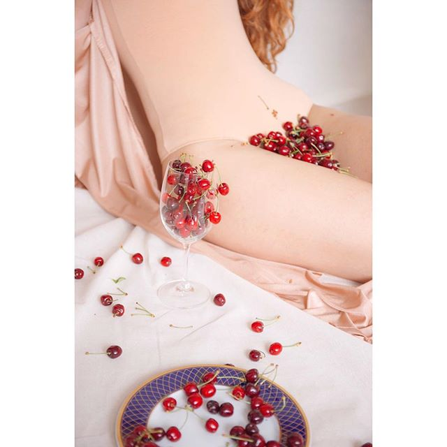 power tinamaricphotography female cherrybomb body cherry raw fruits sensuality bodyparts