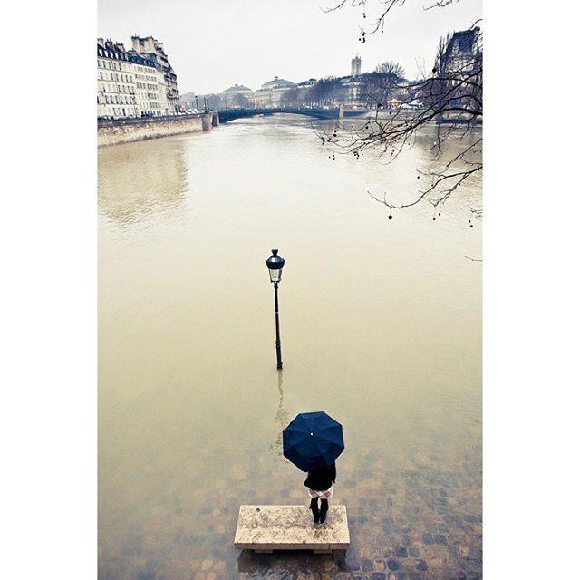 vsco streetphotography paris umbrella seineriver nikon flooding
