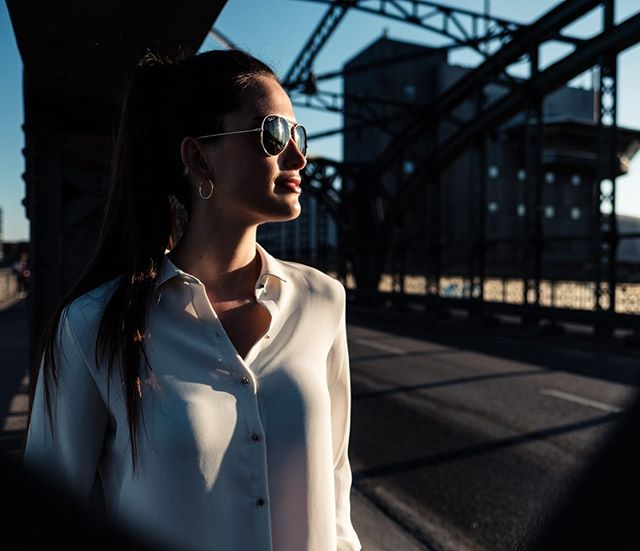 citylife sunonherskin hackerbruecke sunshine goodstartintotheday fashionphotography urbanbeauty lookintothesun meinmuenchen raybansunglasses cityshoot earlymorningshoot fashionshoot meinbayern deinbayern portraitshoot mymunich munich urbanfashion shesgotthelook
