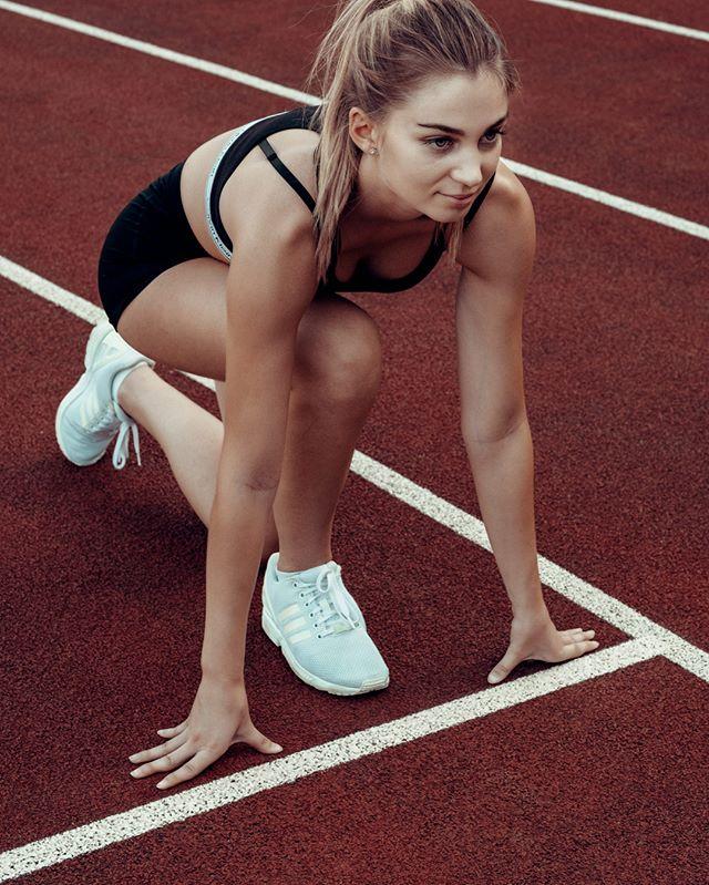 model fitgirls fujifilm fitness girl blonde shooting running sportshooting tartantrack stadionroteerde sportswear fitnessmodel dortmund photographer