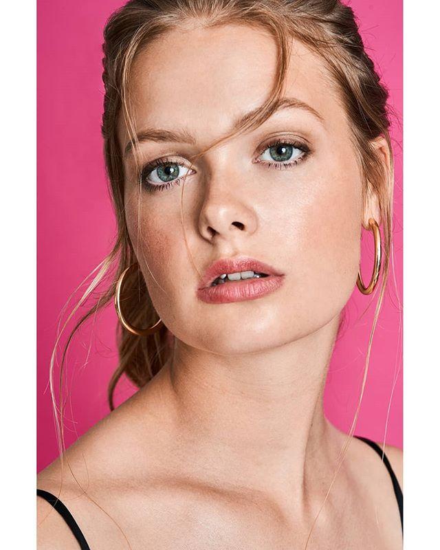 prettyinpink hair makeuptutorial lips jewellery pink eyes beauty littleblackdress prettygirls earrings makeup model pretty