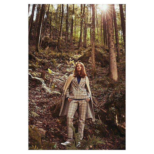 inthewoods editorial autumnfashion commercialphotography fashionphotography onlication natureisthebestlocation fashionphotographer