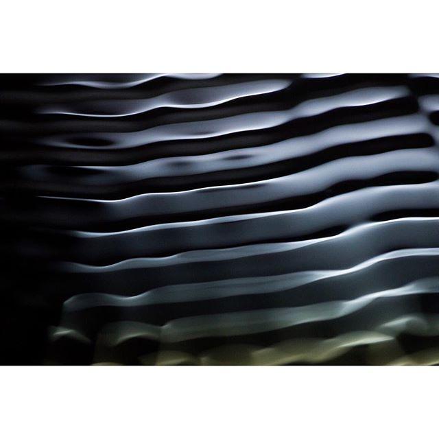 superframestudio wave tobisiebrecht modern shape experimentalphotography wavetable lightreflection studiophotography graphic synth oscillators