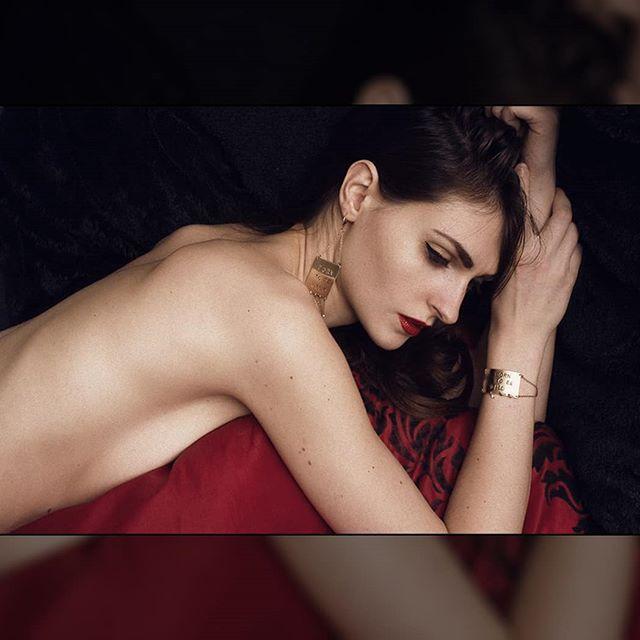 jewelry woman classy brunette photography fashion girl photographer stylishness boudoir corsicangirl jewelrydesigner photo art frenchgirl model jewellery nudeart