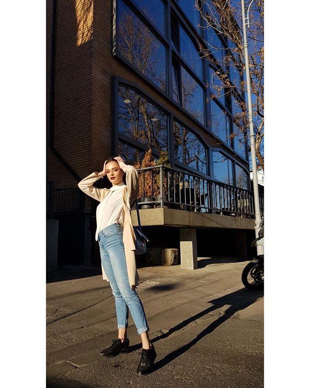 otd jeans white sun sunny style goldenhour photo