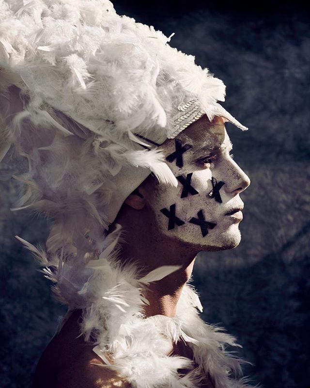 feathers portrait festivalfashion photography performer portraitsnl