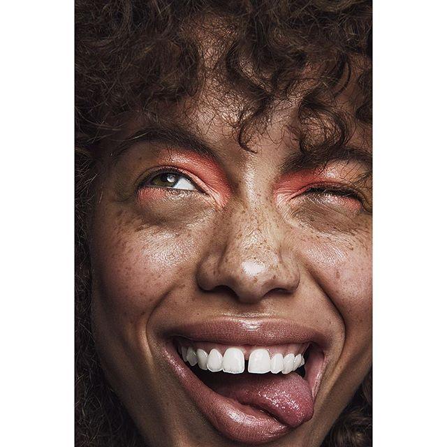 naturalhair beautyshoot curlyfro freckles para88 makeup makeuptrends makeupart makeupideas beautytrends broncolor freckledface curlyhair freckle beautyphotography smile happy fashionphotography beauty
