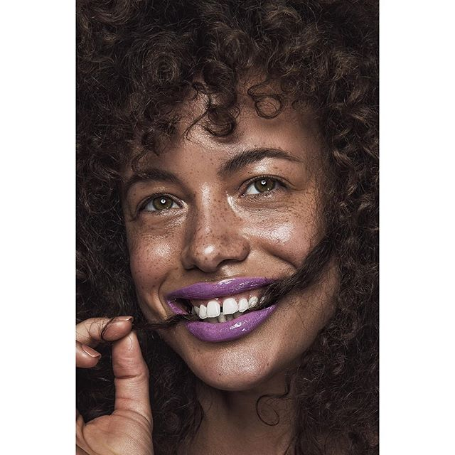 skin lipcolour broncolor healthyskin beauty beautytrends dewyskn happy makeupart curlyfro naturalhair freckles makeupideas fashionphotography beautyshoot purplelips freckledface lip makeuptrends curlyhair beautyphotography freckle para88 smile makeup