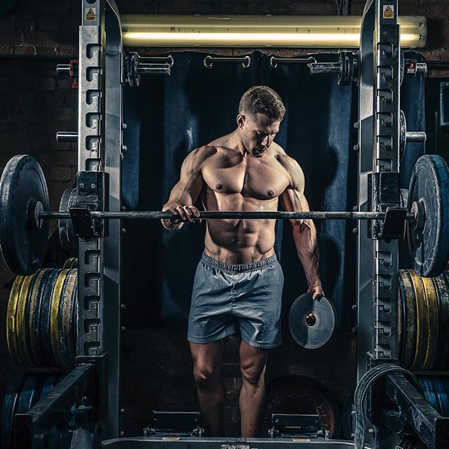 canon sportsphotography profoto bodybuilding photography greatlocation london lighting weightlifting