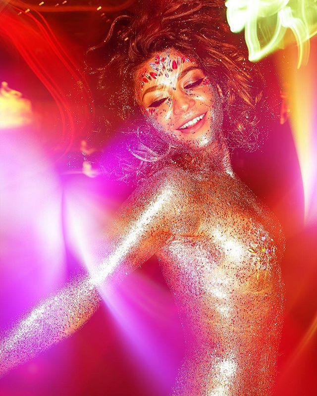 sexy blindedbythelights nightclub club professional photography photographer glitter people beauty nightlife fullbody lights ringflash zürich