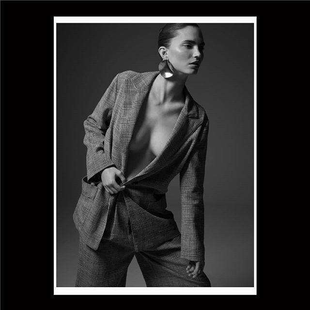 fasheditorials fashionphotographer model photographer photography fashioneditorial marjanavonberlepsch stylist editorial harpersbazaar etro fashionphotography