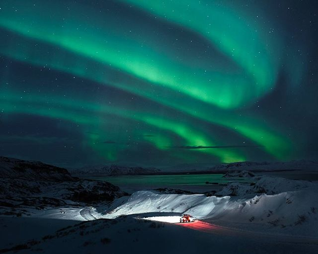landrover northenlights iceland canon defender snow aroura valdimar winter valdimarth