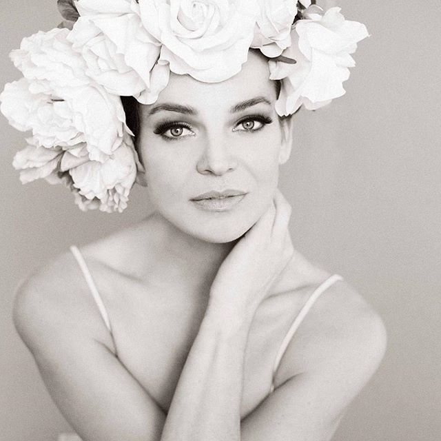 anjahindrikx dreamshootatelier flowers bw_photooftheday naturalbeauty pursuitofportraits endlessfaces portraitphotography tinelouwagiemakeupartist