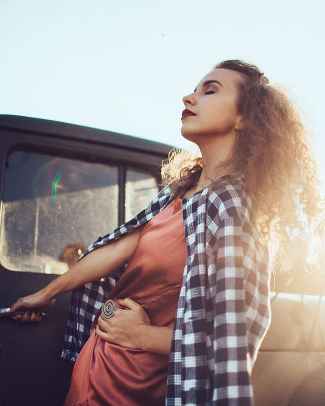 vogue modeling fashiophotography alinarost sunlight girl fashion