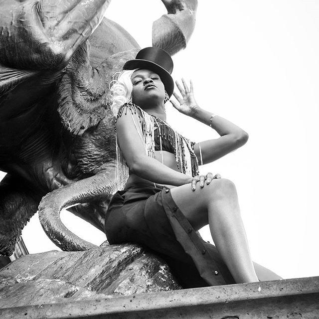 festival dompteur fashion muse booooom art statue malonda wildhorse goddess ellegant 20s jewelry ignant lanamuellercouture shooting artist architecture vogue blackcat oftheafternoon pose photography fashionista musician diva feminism girlstime circus museum