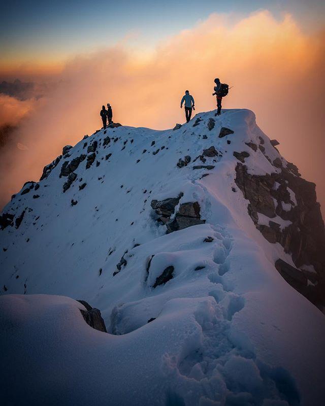 alpinism sonyalpha takesomeoneoutdoors wandern passionpassport wymtm sonyalpha99ii wiesbachhorn silhouettes salzburgerland zellkaprun sportleben hohetauern milletriseup lightbro zellamseekaprun kaprunhochgebirgsstauseen beactive itsgreatoutthere hiking sunrise mountaineering