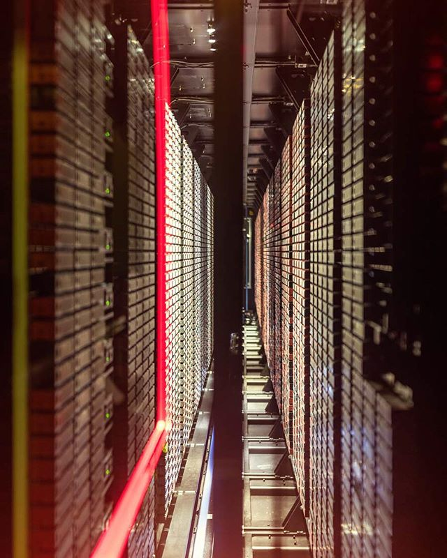 lrz corporatephotography corporatephotographer leicasl exploremore editorial supercomputer photooftheday bffde fujifilm leica portraitphotography photography classic instagood art fujigfx50s
