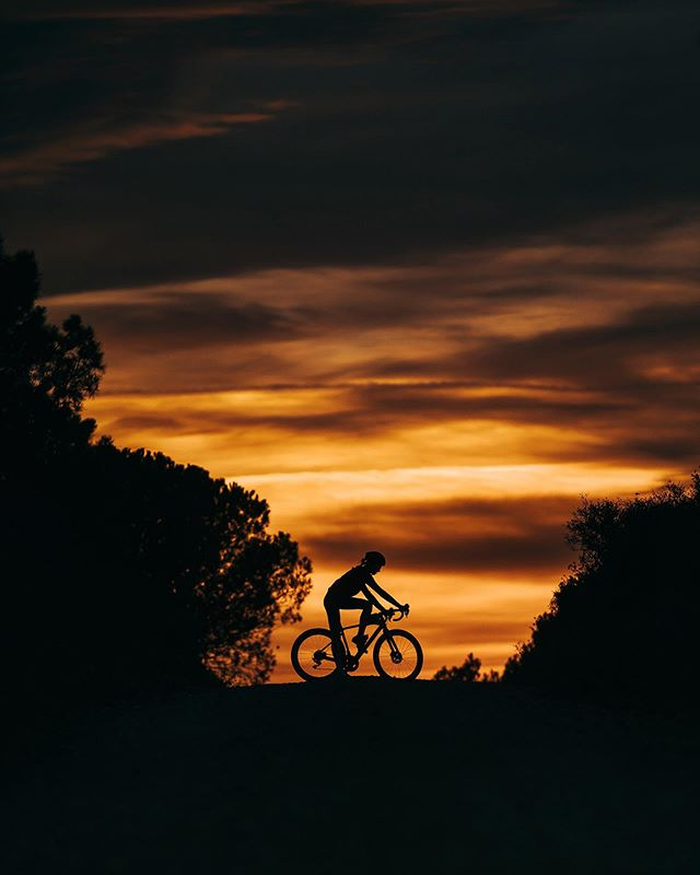 specializedwomen specialized outsideisfree thecyclingculture elmontgrí goldenhour cyclinglife parcnaturalmontgriillesmedesbaixter cycling brazodehierro