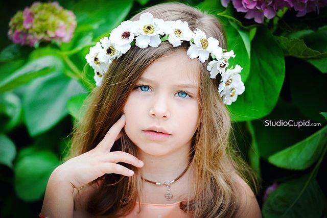 gorgeous фотографзаграницей фотографкиев californiaphotographer kievphotography prettymixedkids beautiful детскаяфотосессиякиев girl фотосессиякиев internationalphotographer