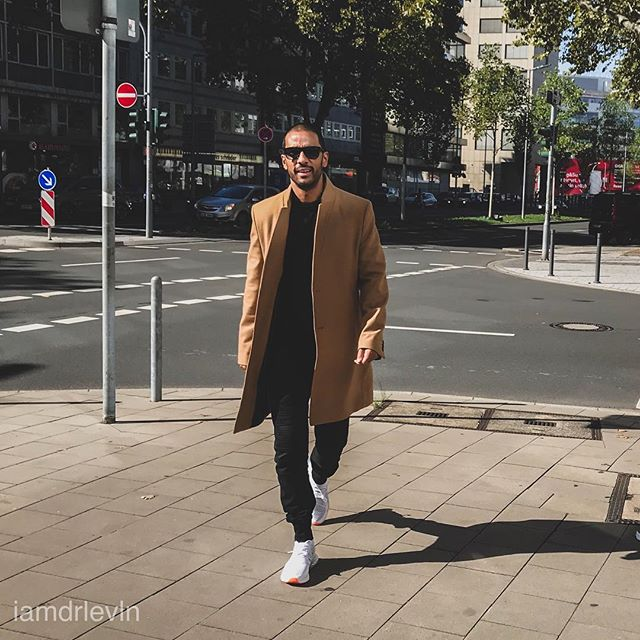 menwithstreetstyle style casualstreetstyle fashion trinidad menwithclass menstyles casualwear stylemen mensfashionblogger casualstyle menswearblogger menstyle man casualoutfit düsseldorf germany🇩🇪 fashionformen bloggerslife zara menfashion men suitup outfit malemodel iggermany styledaily streetstyle fashioninstagram streetwear