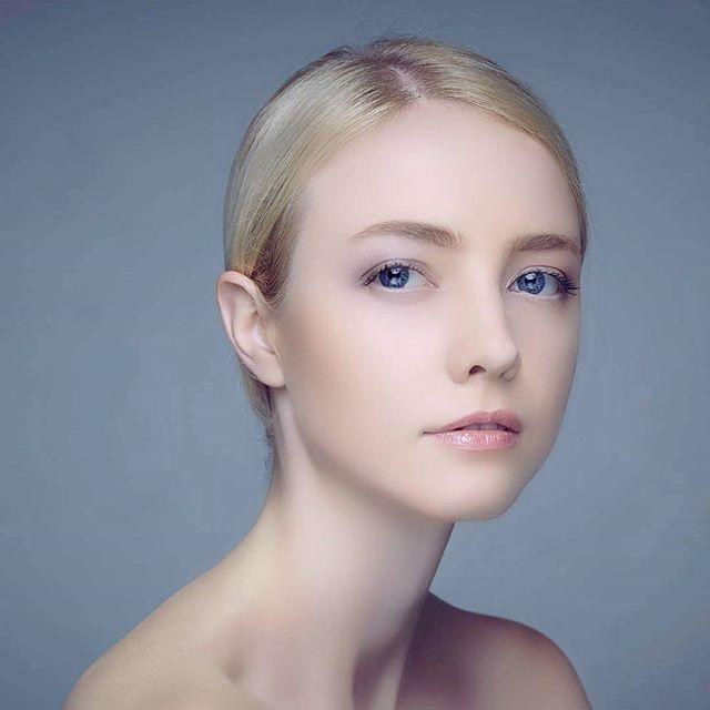 model myeyes woman beauty face searching look