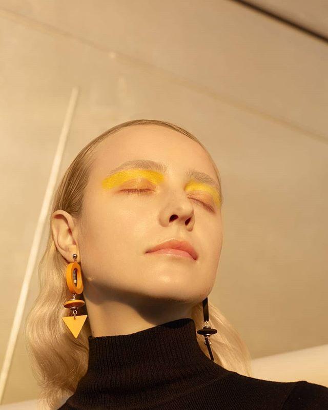 yellow modeling spb blonde